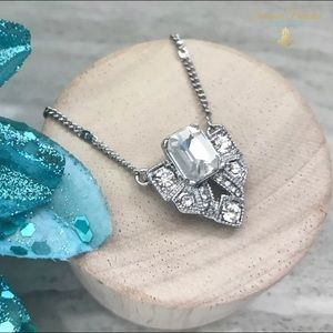 Jewelry - 💎BOGO50% OFF!💎 NWT CRYSTAL PENDANT NECKLACE